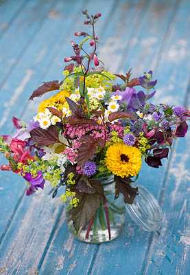 67544 Common Farm Flowers Somerset Summer Freshly Cut In Gl Container On Blue Bench Table Flower Bouquet Display Arrangement